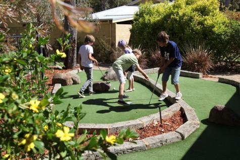 Mini Golf - Quality Inn Margaret River