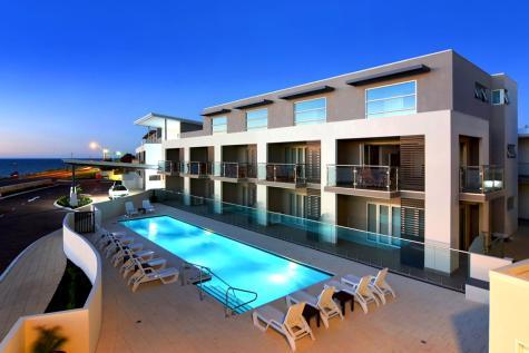 Outdoor pool - Bunbury Seaview Apartments