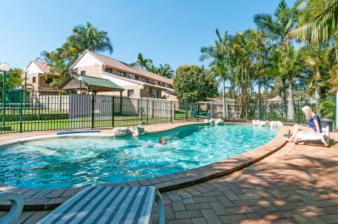 Swimming Pool and BBQ area on 10 acres of Native Australian Gardens - Comfort Inn & Suites Robertson Gardens