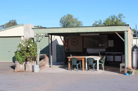 camp kitchen - Dunolly Golden Triangle Motel