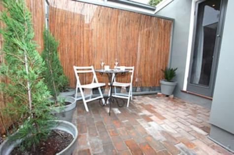 Courtyard - Inn Scone