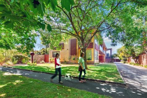 Exterior - just a short walk to Lake Wendouree - Lake Wendouree Luxury Apartments on Webster