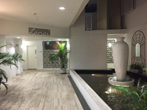 Entrance Foyer - Lanai Luxury Riverside Apartments