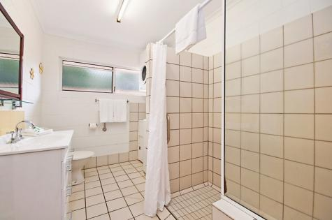 Bathroom, Two Bedroom Apartment - Lychee Tree Holiday Apartments