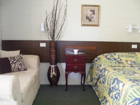 Queen Deluxe Room - Matthew Flinders Motor Inn