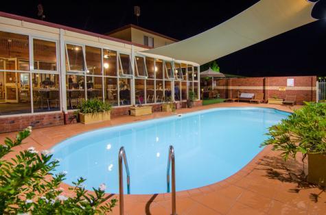 Outdoor Pool - Quality Inn Railway Motel